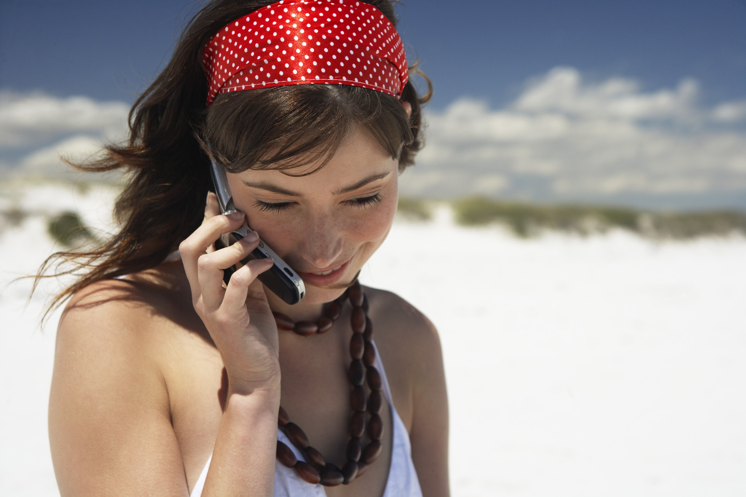 Jeune fille au téléphone